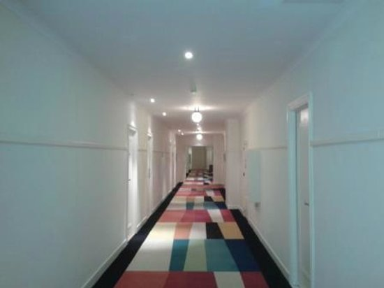 Crowne Plaza Hotel Brussels - Le Palace: Colourful and winding corridors..