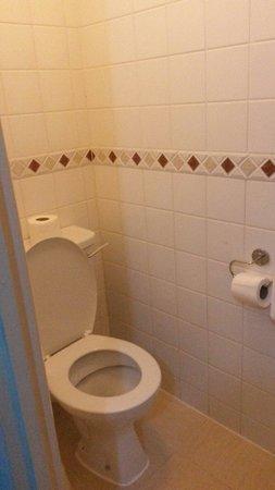 Fountain House Hotel: Clean bathroom
