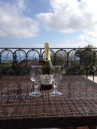 Tui Sensimar Grand Hotel Nastro Azzurro: Some fizz on our hotel balcony with sea and pool view.