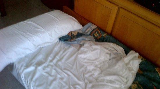 Paraiso Ten Apartments: Bed