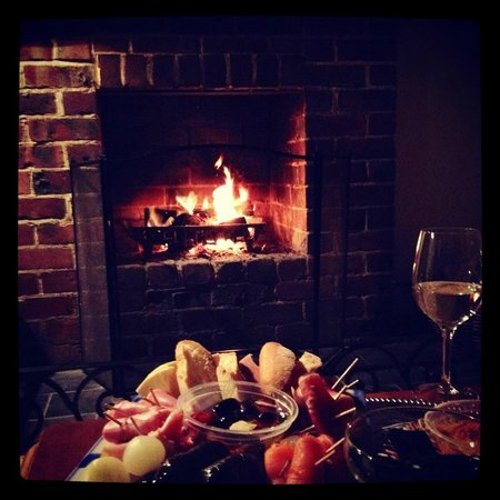 Forest Glade Olinda: Antipasto & wine by thr open by the open fireplace