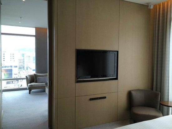 Le Meridien Taipei: TV in both living room and bedroom