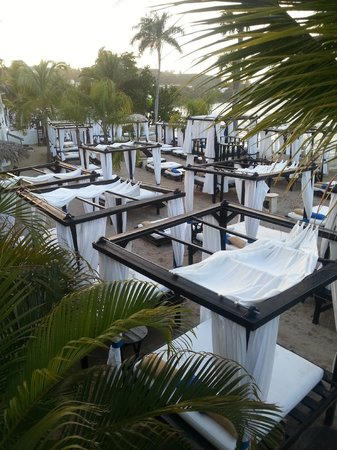 The Tropical at Lifestyle Holidays Vacation Resort: amenagement plage 2