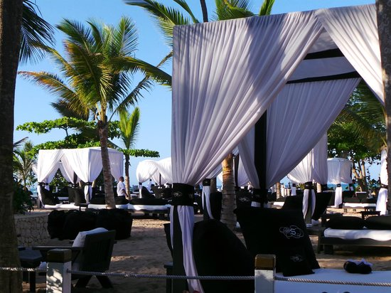 The Tropical at Lifestyle Holidays Vacation Resort: aménagement plage 1