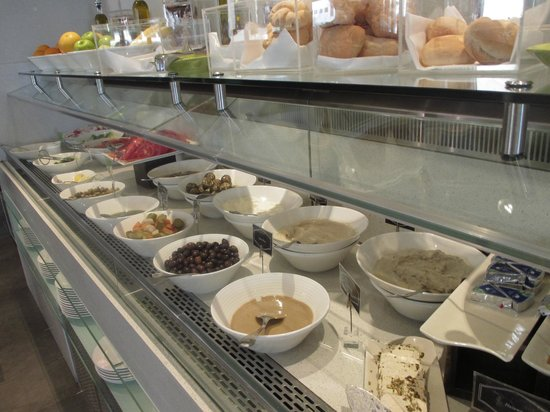 Centro Al Manhal Abu Dhabi by Rotana: Buffet Breakfast