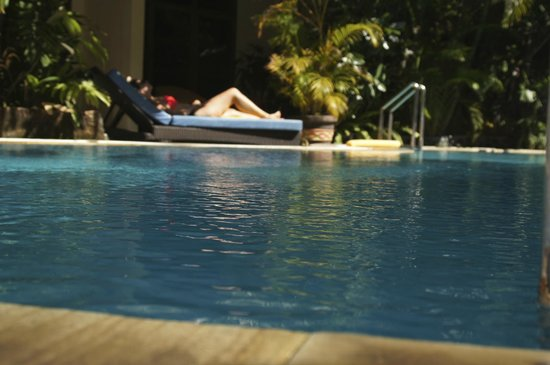 Secret Garden Inn: Pool is just a few steps from the ground floor units