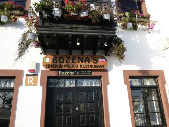 Bozena's Bar & Restaurant : Wejscie do restauracji, tuz przy porcie