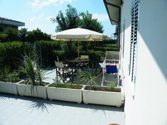 Hotel Delfino: giardinetto privato della camera