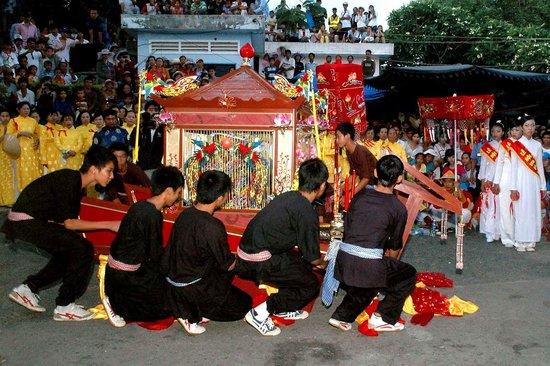 Ba Chua Xu Temple: festival2