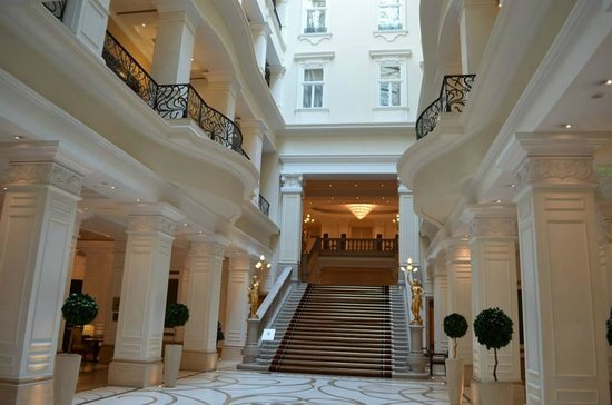 Corinthia Hotel Budapest: The lobby