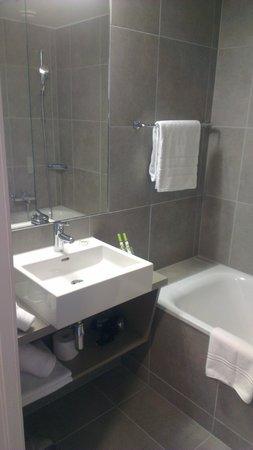 Lake Geneva Hotel : Bathroom