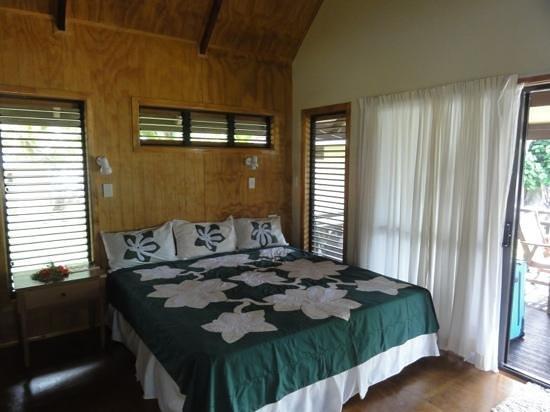 Aitutaki Beach Villas: Villa bedroom