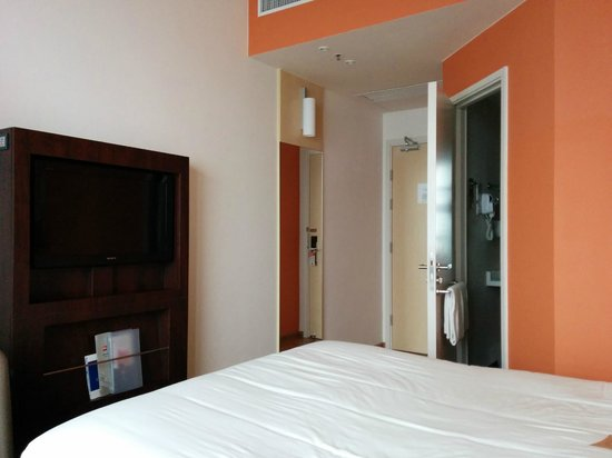 Ibis Hong Kong Central & Sheung Wan Hotel: my room