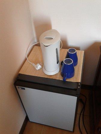 Hotel Residence Sant'Uberto: Bollitore e frigo a disposizione dei clienti
