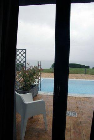 Hotel Arbe : Vista desde la habitacion , la piscina y el mar Cantabrico