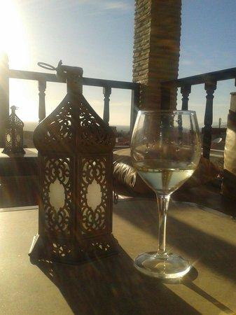 رياض دار هافين: Watching the sun set