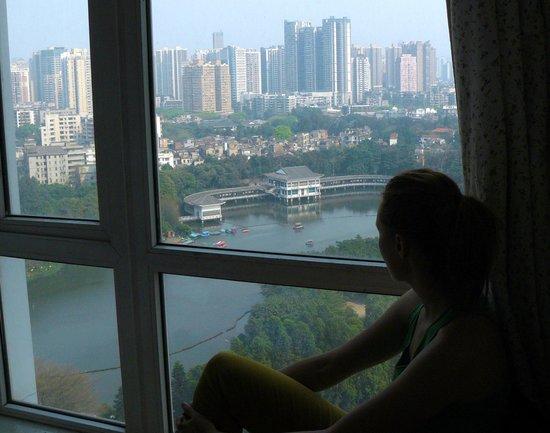 Sunshine Home Hostel: вид из окна
