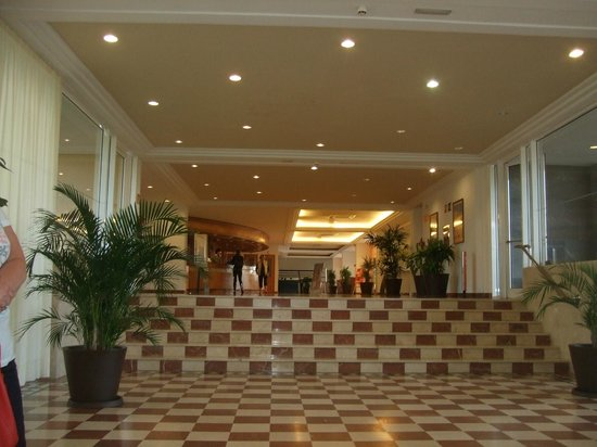 ClubHotel Riu Oliva Beach Resort: steps up to reception
