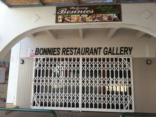 Bonnies Gallery Restaurant: The best fish on the urb