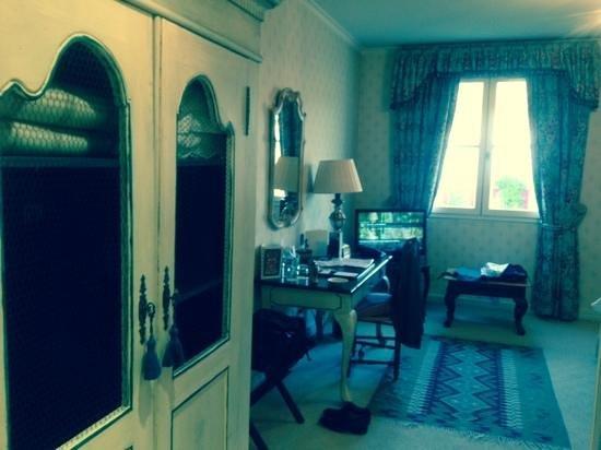 Le Manoir De Gressy : chambre 55 avec lits single x 2 vue piscine