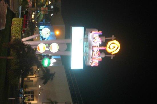 La Isla Shopping Village : 1