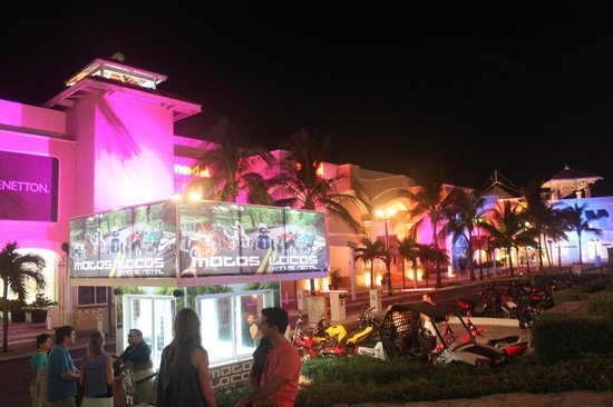 La Isla Shopping Village : 6