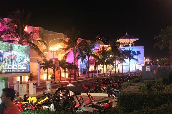 La Isla Shopping Village : 3