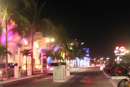 La Isla Shopping Village : 14