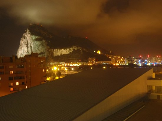 Ohtels Campo de Gibraltar: Night view from room of Rock of Gibraltar