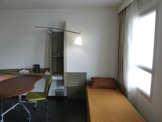 "Adagio Annecy Centre : Bed for 3rd person / settee - more of a ""put you up"""