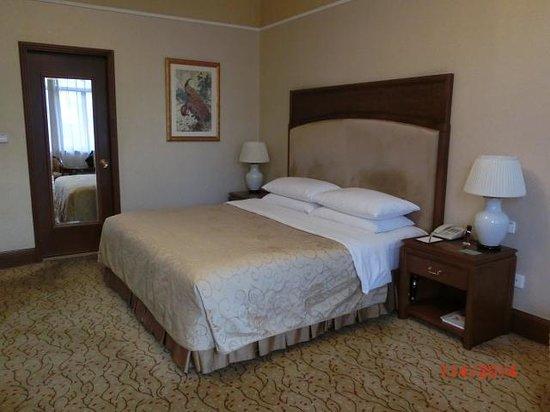 Shangri La Hotel Hangzhou: The room