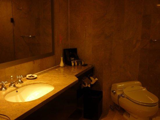 The Royal Beach Seminyak Bali - MGallery Collection: bathroom