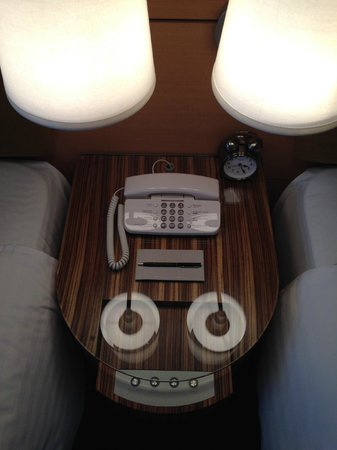 Marunouchi Hotel: night desk