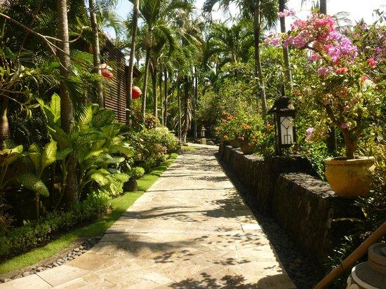 The Royal Beach Seminyak Bali - MGallery Collection : beautiful grounds