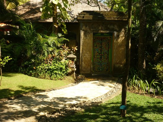 The Royal Beach Seminyak Bali - MGallery Collection: beautiful grounds