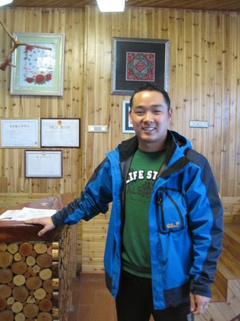 Baike Hotel : the ever helpful owner Jason