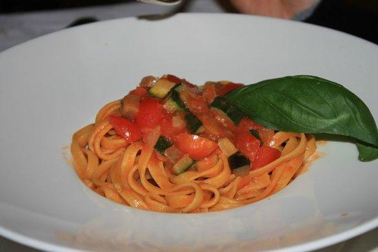 La Taverna : fettuccine pomodori e zucchine