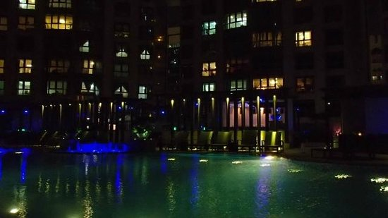 Sofitel Abu Dhabi Corniche: Pool