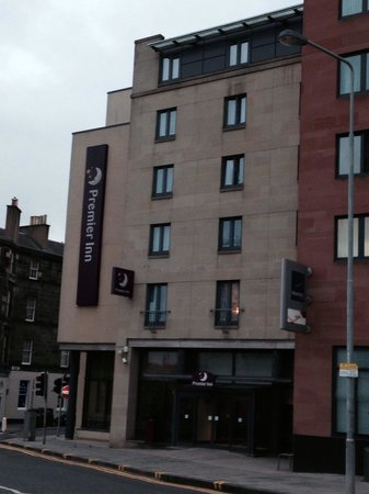 Premier Inn Edinburgh Central (Lauriston Place) Hotel : Front of the hotel