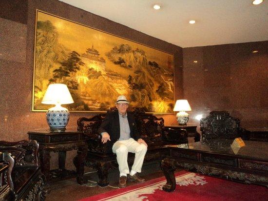 Capital Hotel Beijing: Furnature in lobby
