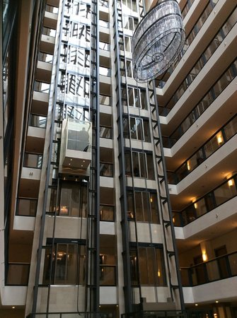 Maritim Hotel Dresden : Glass Lifts