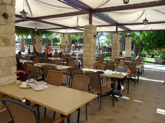 Elias Beach Hotel: Outside dining area