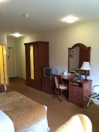 Mill Park Hotel: room