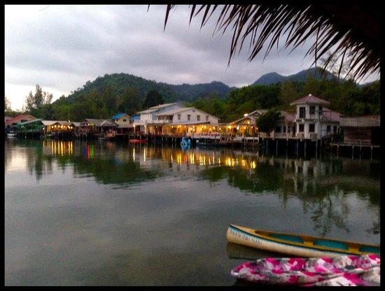 Baan Rim Nam: River at night