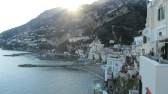 Hotel Luna Convento: View of stunning Amalfi at sunset