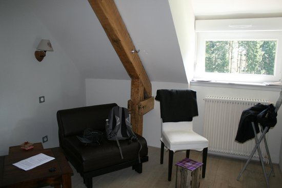 """Le Saut de la Truite: Petit salon de la chambre """"Les Fagnes"""""""