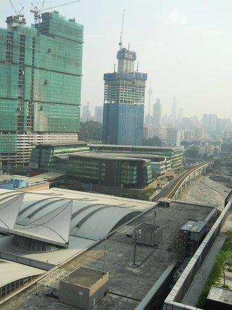 Aloft Kuala Lumpur Sentral: KLセントラル駅向こう側