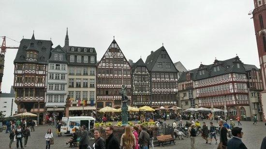 Schwarzer Stern: la piazza