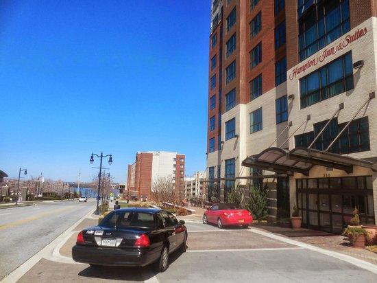 Hampton Inn & Suites National Harbor/Alexandria Area: Good location in National Harbor
