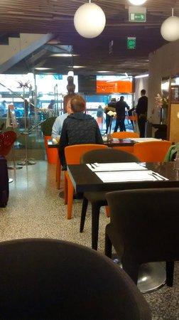 Design Metropol Hotel Prague: comedor y recepción